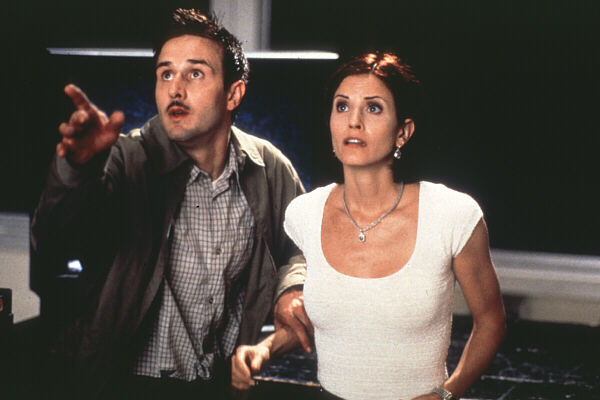 """David Arquette and Courteney Cox as Deputy Dewey and Gale Weathers in """"Scream 2"""" Dimension Films"""