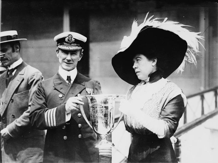 The real Molly Brown presenting the trophy cup award to Captain Arthur Henry Rostron for his rescue services during the Titanic's sinking Bain News Service