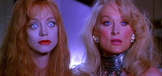 Helen Sharp ( Goldie Hawn) and Madeline Ashton (Meryl Streep) in