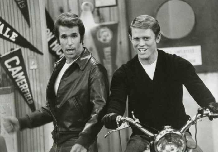 Fonzie (Henry Winkler) and Richie (Ron Howard) from