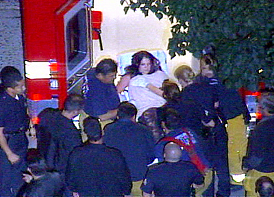 Britney Spears being carried out on a stretcher  www.etonline.com / AP